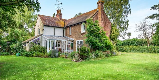 Guide Price £575,000, 4 Bedroom Detached Cottage For Sale in West Chiltington, RH20